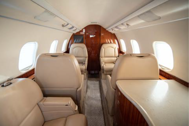 Learjet_60XR_interior_2.png